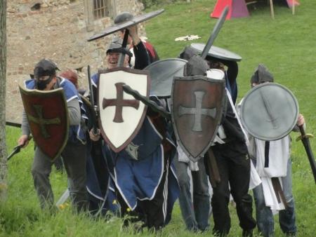 enterrement vie de jeune garçon activité médiévale evjf evg bretagne
