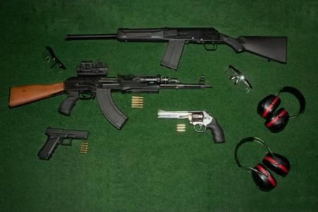 Tir AK-47 enterrement de vie de célibataire